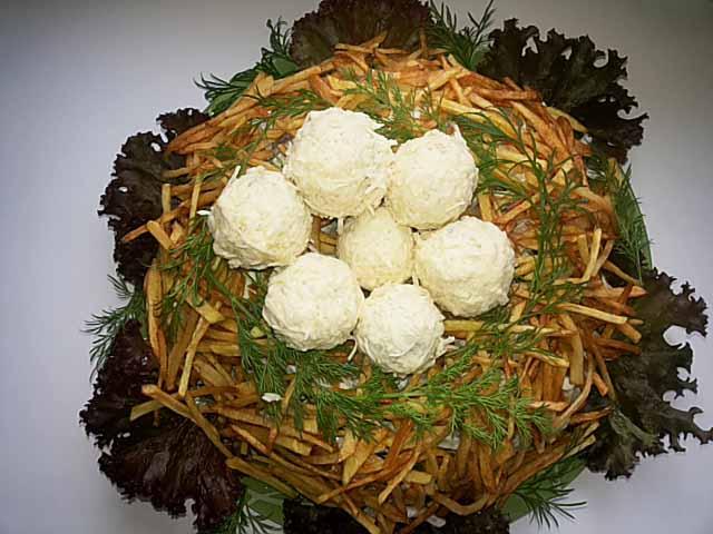 salat-gnezdo-gluxarya