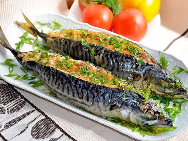 как приготовить рыбу скумбрию в духовке в фольге видео