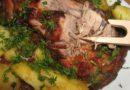 Свинина, запеченная в духовке с картофелем — 5 вкусных рецептов