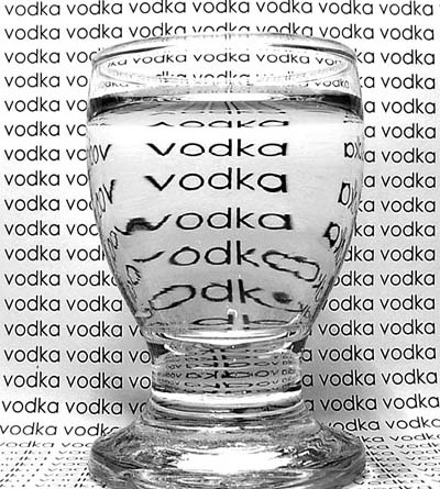 стакан и надпись водка на стене