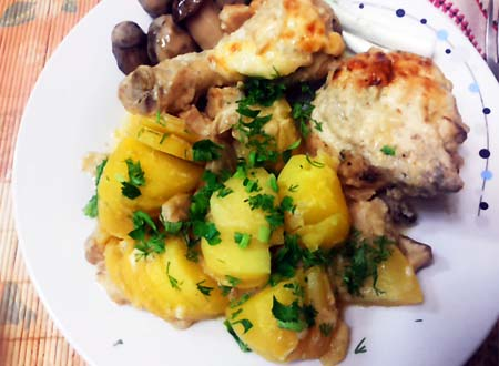 Курица с картошкой в соусе