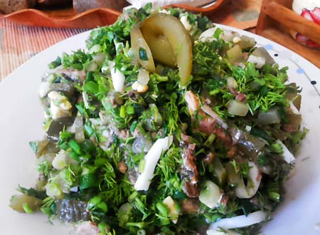 salat_iz_zeleni_i_sayru