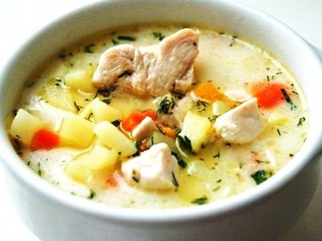 Суп з копченої курки з плавленим сиром