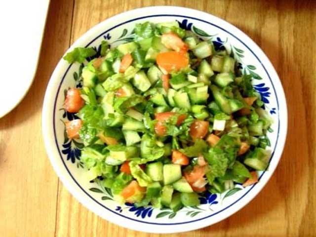 салат с листьями ревеня рецепт