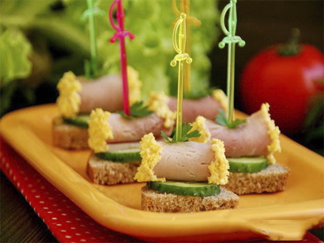 Вариантов бутербродов на стол