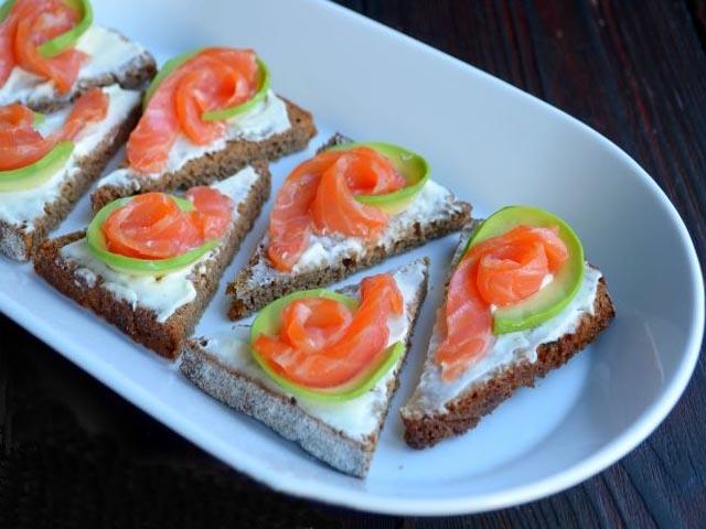 вкусные бутерброды с красной рыбой на праздничный стол с фото