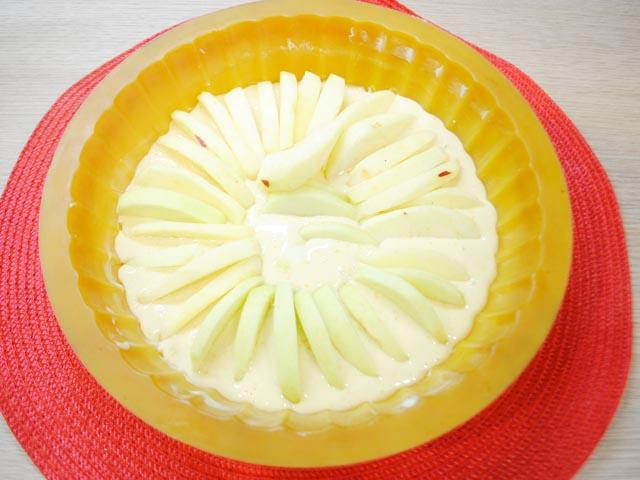 Шарлотка с яблоками в духовке — пышная и очень вкусная