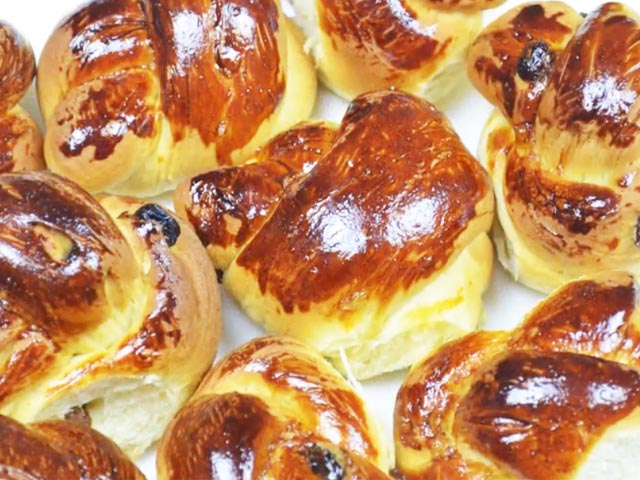 Сладкие булочки из дрожжевого теста в духовке