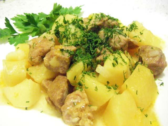 Рецепт тушеная картошка с мясом в горшочках