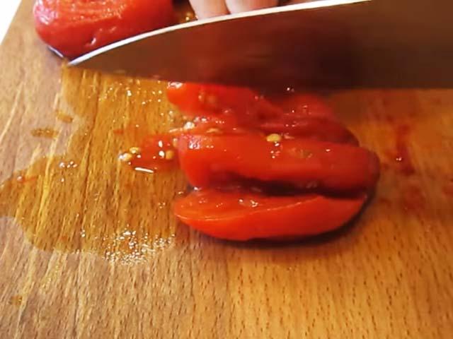 pomidor-porezannuy
