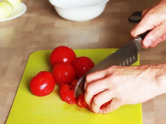rejjet-pomidory