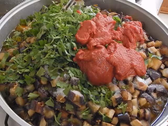 baklazhany-kybikami-tomat-petruchka