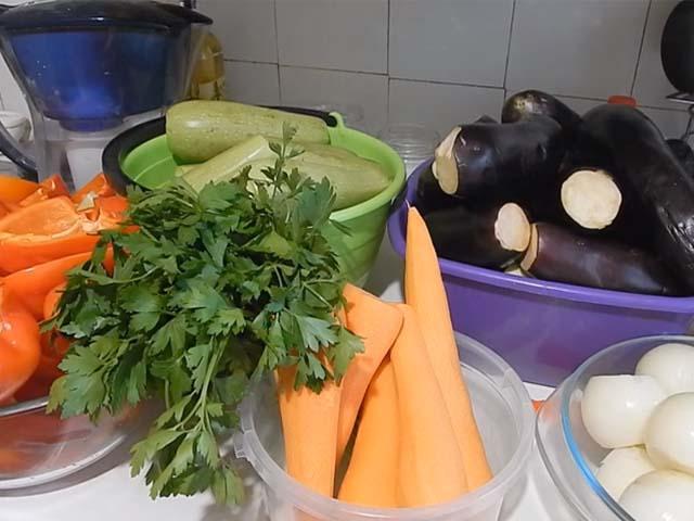 morkov-baklazhany-kabachki-zelen