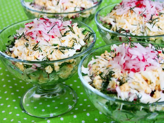 salat-s-redisom-i-yaicom-zelyenym-lykom