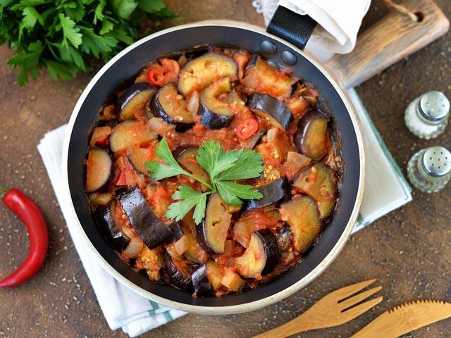 Баклажаны с помидорами и чесноком — 7 пошаговых рецептов