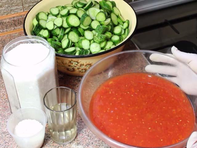 tomat-rezannye-ogyrcy