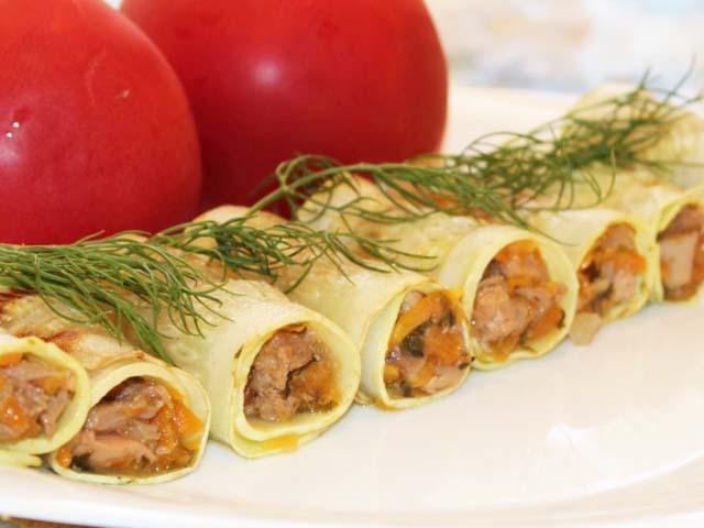 ruletiki-iz-kabachkov-pomidory