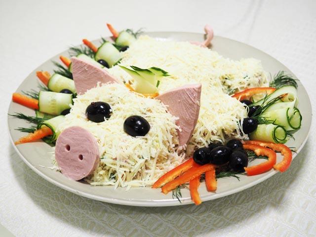 Новогодний салат «Свинка» к 2019 году — пошаговый рецепт приготовления