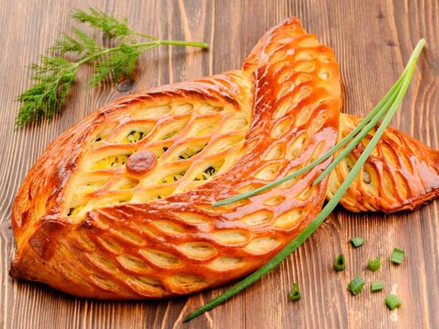 Пирог с рыбой в виде рыбки