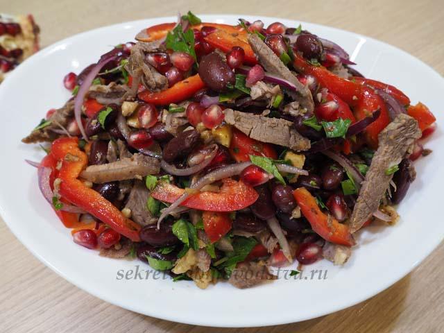 Салат Тбилиси на тарелке