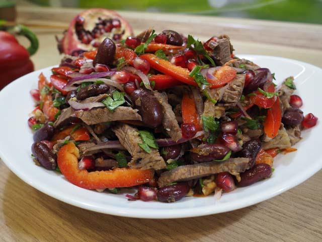 Салат тбилисский с красной фасолью и говядиной