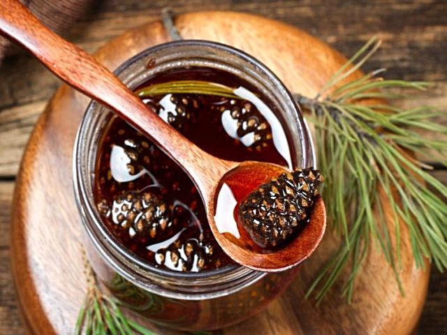 Варенье из сосновых шишек: польза и противопоказания