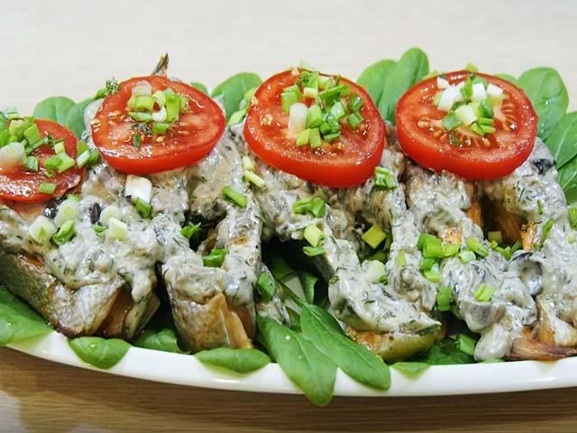 Форель, запеченная в духовке — 5 рецептов приготовления сочной и вкусной рыбы