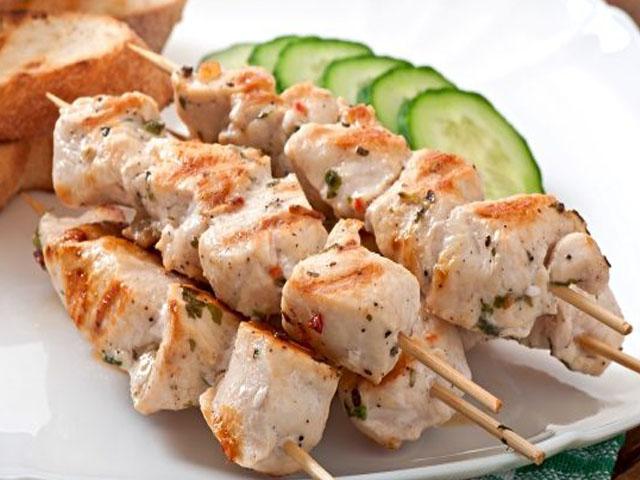 Шашлык из курицы в духовке — 9 рецептов приготовления на шпажках