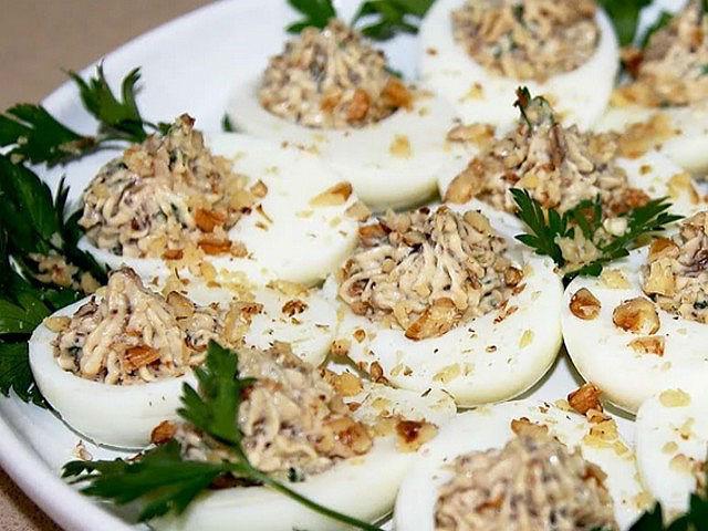 Яйца фаршированные разными начинками. 12 простых и очень вкусных рецептов