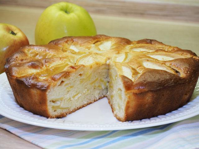 Пышная шарлотка с яблоками на сметане — пошаговый рецепт